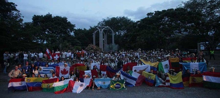Los expedicionarios de la ruta Quetzal recuerdan a las víctimas de la tragedia de Armero (Colombia)