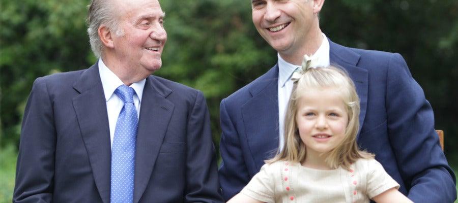 El Rey junto al Príncipe de Asturias y la infanta Leonor