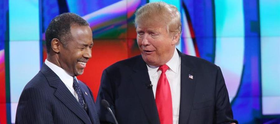 Donald Trump con Carson.