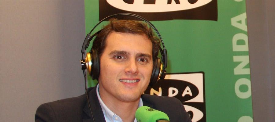 Albert Rivera en Onda Cero, contesta preguntas relacionadas con su programa electoral y el deporte