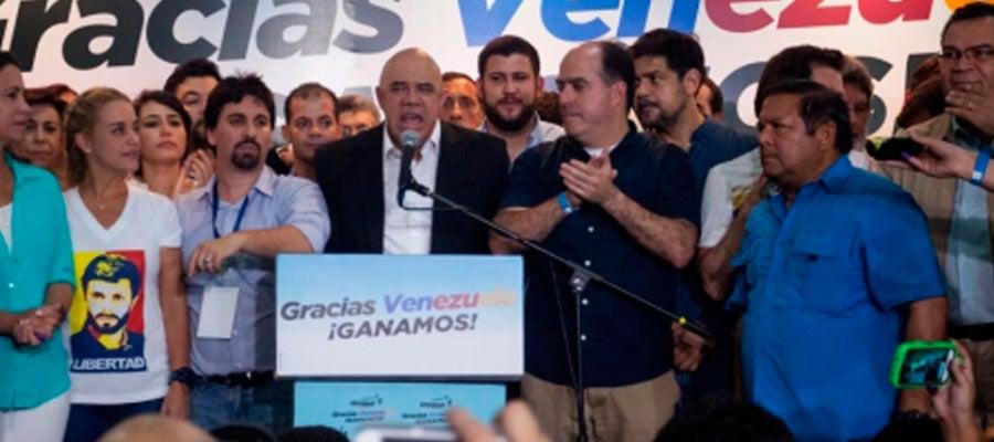Miembros de la MUD tras ganar las elecciones