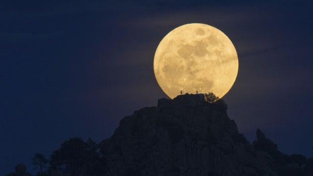 Tertulia Zona Cero: Planes secretos para bombardear la Luna