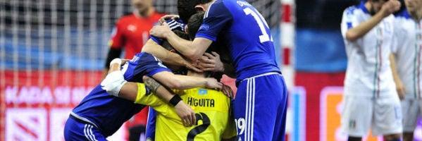 Los jugadores de Kazajistán celebran la histórica victoria ante Italia