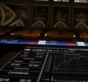 El IBEX lucha por recuperar los 8.000 puntos tras reducir ganancias al 0,48%