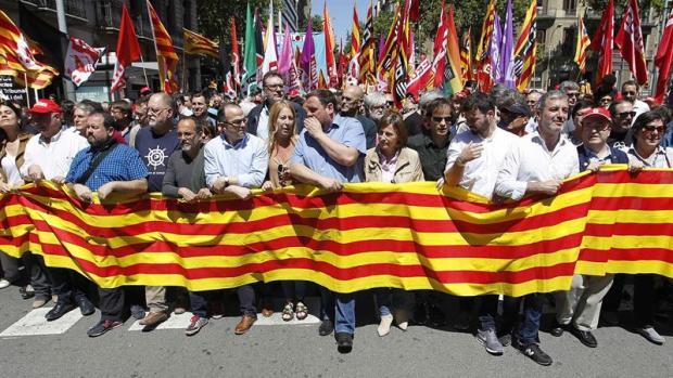 Tertulia: La manifestación en Barcelona contra los vetos del Tribunal Constitucional
