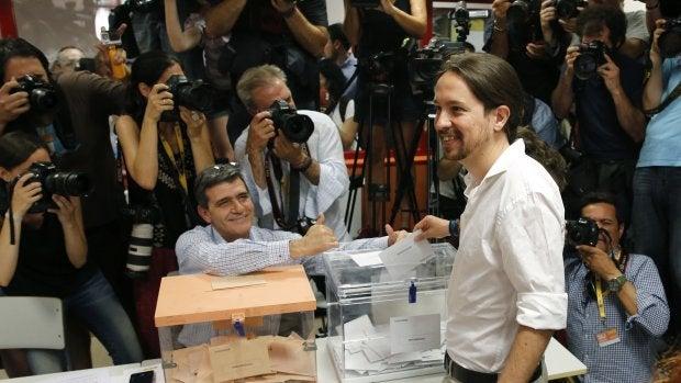 Pablo Iglesias deposita su voto