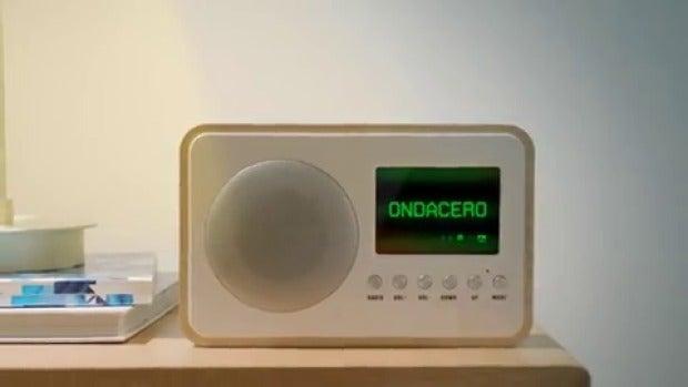 Hincha tú eres el mejor, escuchando El Transistor...