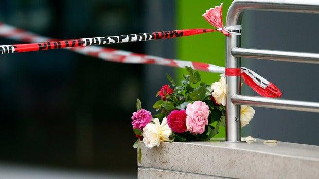 Flores en homenaje a las víctimas del tiroteo en Múnich