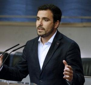 Garzón insta a Sánchez a intentar un Gobierno de izquierdas y no resignarse a un Gobierno de Rajoy