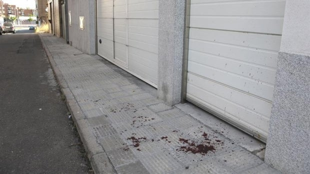 Manchas de sangre en una calle de Salamanca