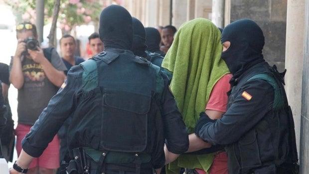 La Policía, con uno de los detenidos en Girona por presunta vinculación con Daesh