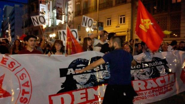 Manifestantes en las inmediaciones del Congreso de los Diputados