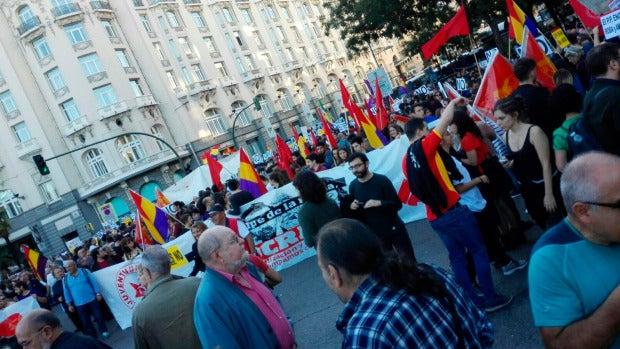 Manifestantes congregados en torno al Congreso de los Diputados