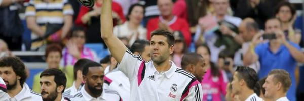 Felipe Reyes exhibiendo la Euroliga en el Bernabéu