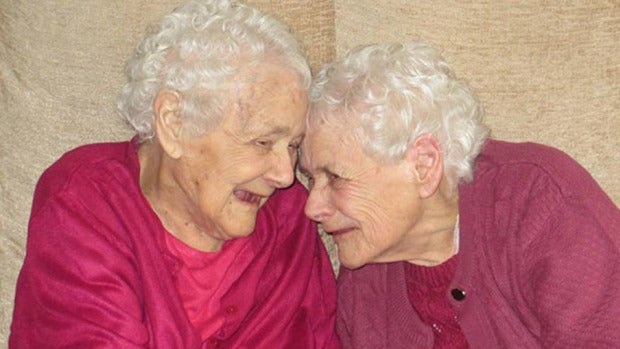 La curiosa historia de las gemelas más ancianas del mundo