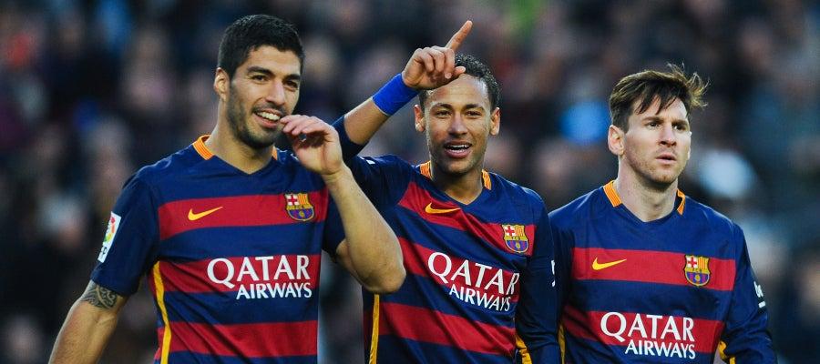 Luis Suárez  (izq), Neymar y Leo Messi (d)