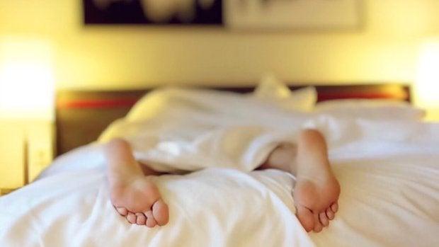Ciencia y más: ¿Cómo nos afecta dormir fuera de casa?