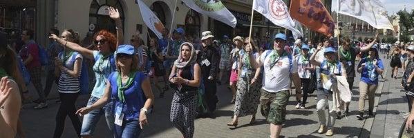 Peregrinos participan en un acto organizado dentro de los preparativos de la Jornada Mundial de la Juventud en Polonia
