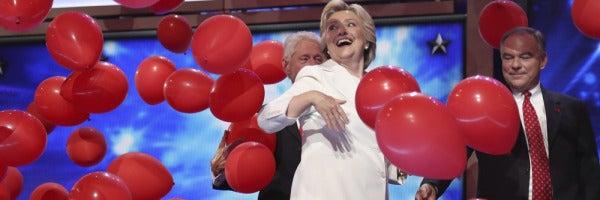 Clinton acepta la nominación para convertirse en la primera Presidenta de EEUU