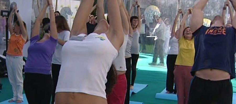 Alumnos practicando yoga