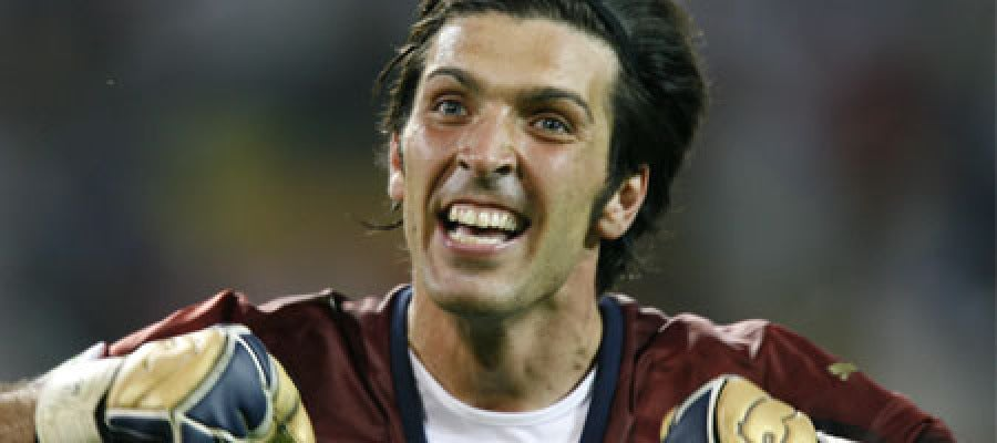 Buffon celebra el ascenso de la Juventus
