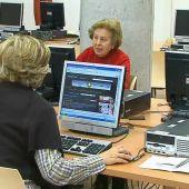 Mujeres mayores en un curso de informática