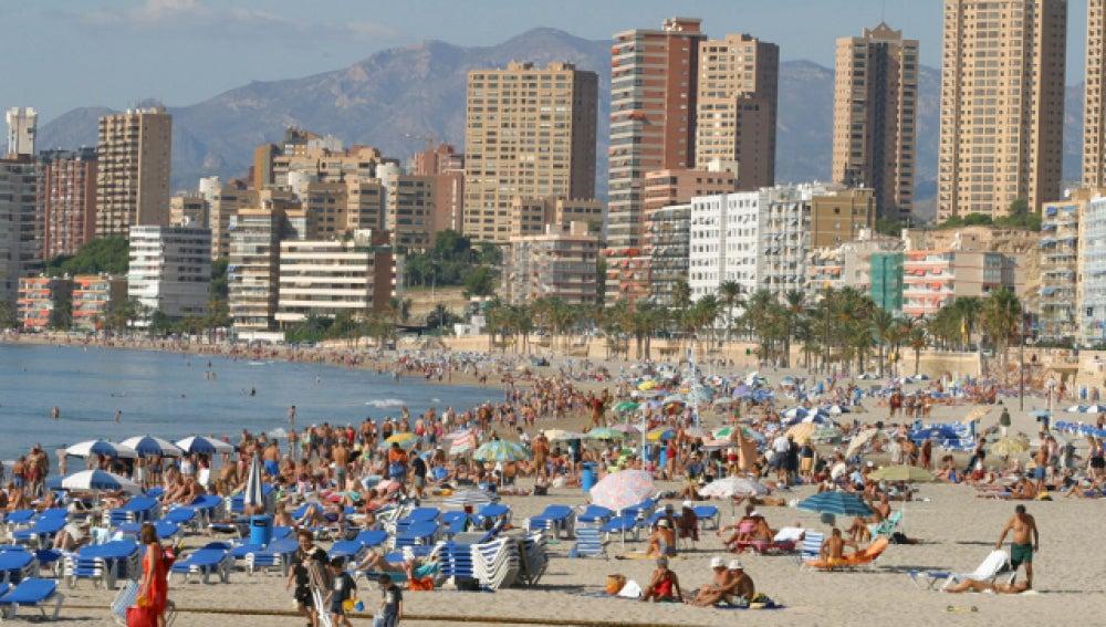 Playa de Benidorm abarrotada