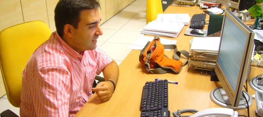 Martín Expósito trabajando en la elaboración de La Rosa de los vientos