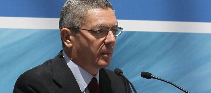 Gallardón insiste en que la Justicia seguirá actuando contra el entorno de ETA.