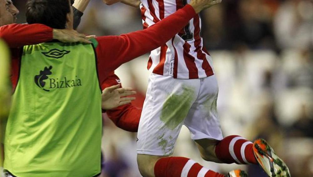 Muniaín adelanta al Athletic con un gran gol ante el Valencia