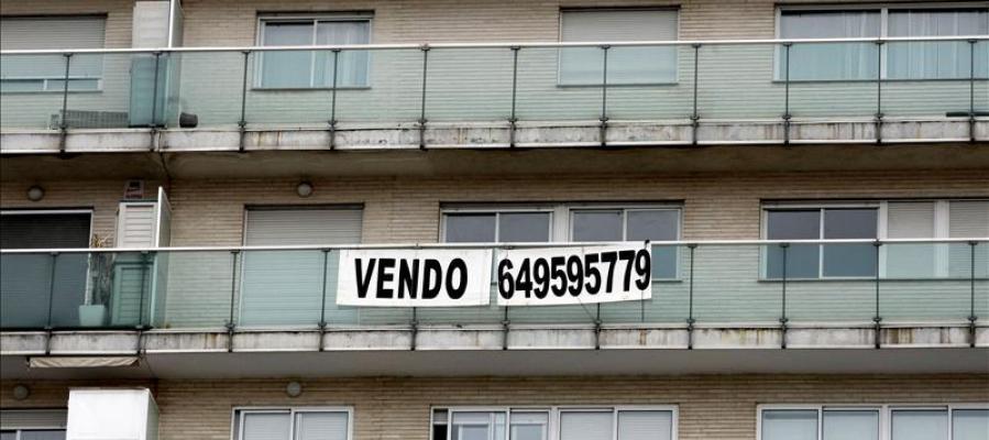 La venta de viviendas modera su caída