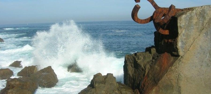 El peine del viento se encuentra en la playa de Ondarrera, en San Sebastián
