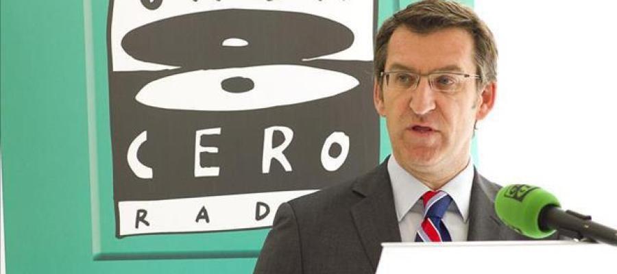 Núñez Feijoo en la tribuna de oradores de Onda Cero Galicia