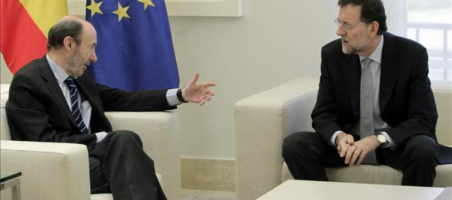 Rajoy y Rubalcaba fijan el plazo para renovar el TC y RTVE en junio