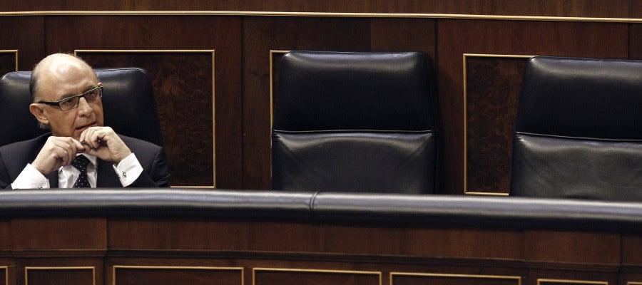 El ministro de Hacienda ha explicado las cuentas ante el Congreso sin lograr el apoyo buscado.