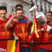 Mata, Cazorla y Juanfran con la Copa