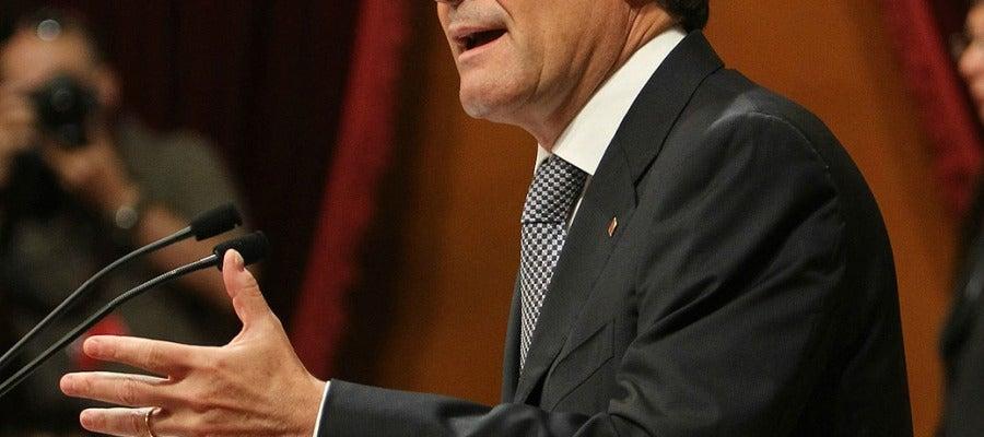 """El presidente de la Generalitat ha hecho un llamamiento en el Parlament a """"cerrar filas"""" por el pacto fiscal."""