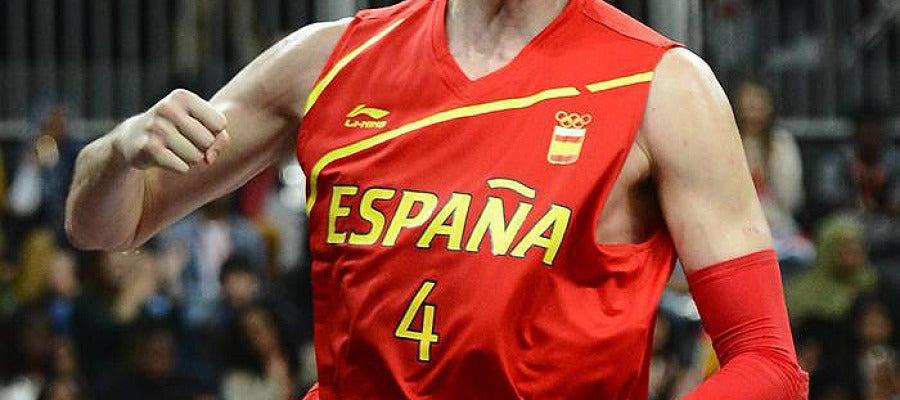 Pau Gasol celebra una de sus canastas con la selección española