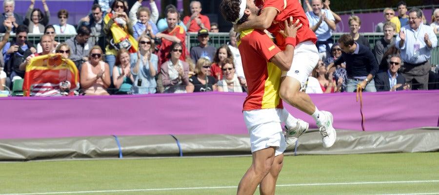 Ferrer y Feliciano celebran el pase a semifinales