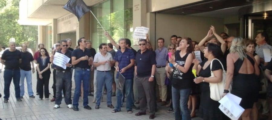 Concentración de funcionarios frente al edificio de Seguridad Social