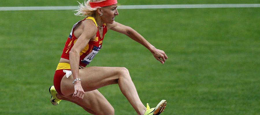 Marta Domínguez supera una barrera en la carrera de 3.000 obstáculos