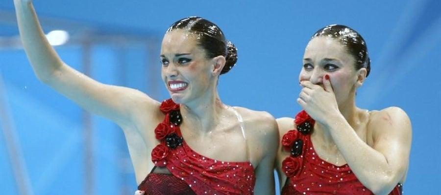Andrea Fuentes y Ona Carbonell tras ganar la medalla de plata en los JJOO
