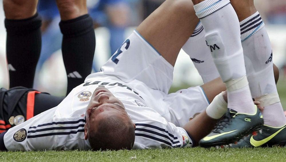 Pepe es trasladado a un hospital tras sufrir un choque con Iker Casillas