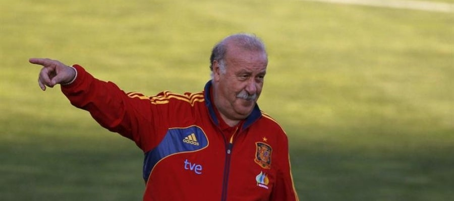 Del Bosque dirige un entrenamiento de España