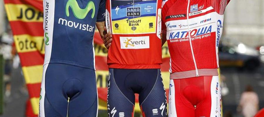 Podio de la Vuelta a España. Valverde, Contador y Purito, de izq. a dcha.