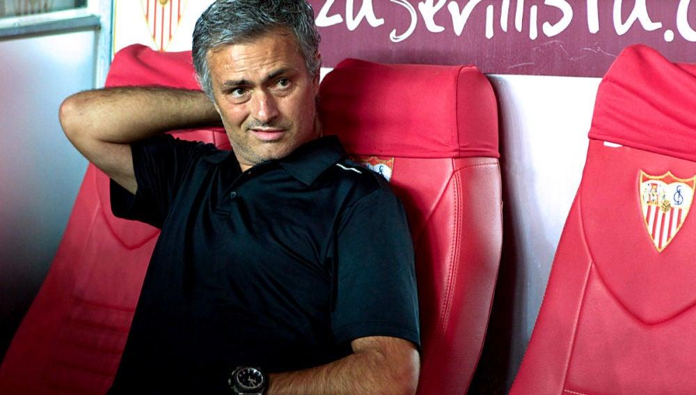 Mourinho durante el partido contra el Sevilla