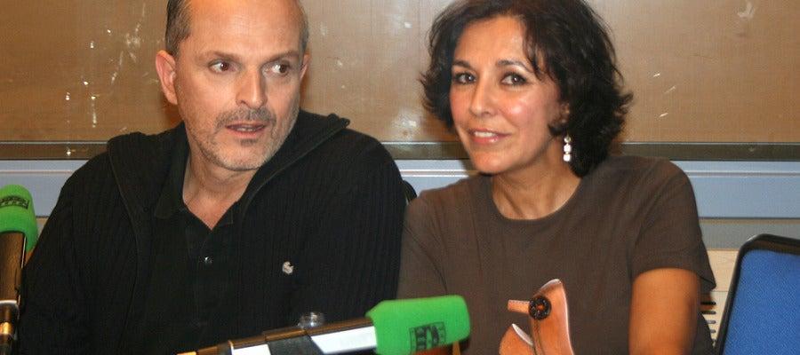 Miguel Bosé junto a Isabel Gemio en Onda Cero