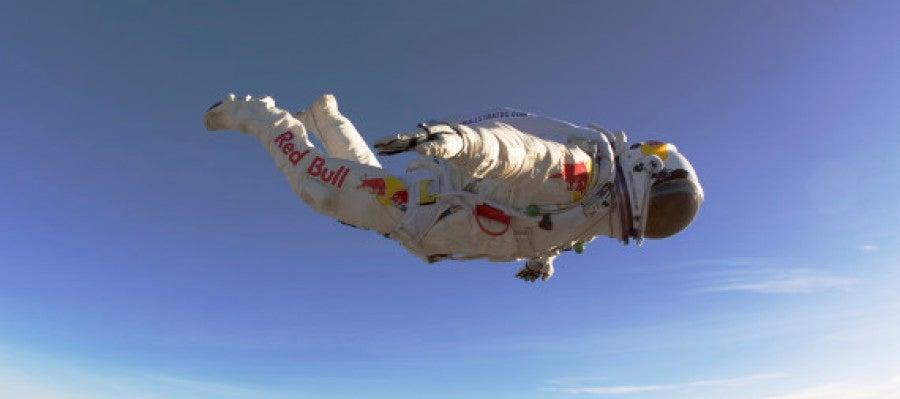 Felix Baumgartner en caída libre