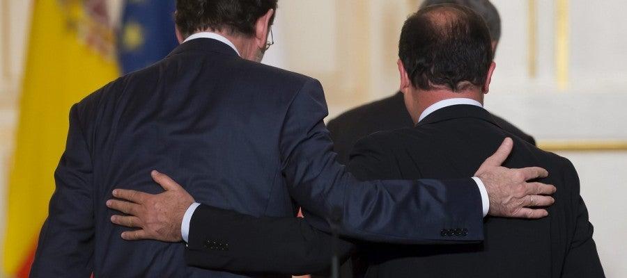 El presidente del Gobierno, Mariano Rajoy, y el presidente francés, François Hollande