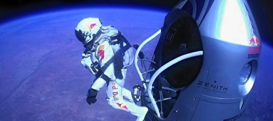 Felix Baumgartner durante su salto estratosférico